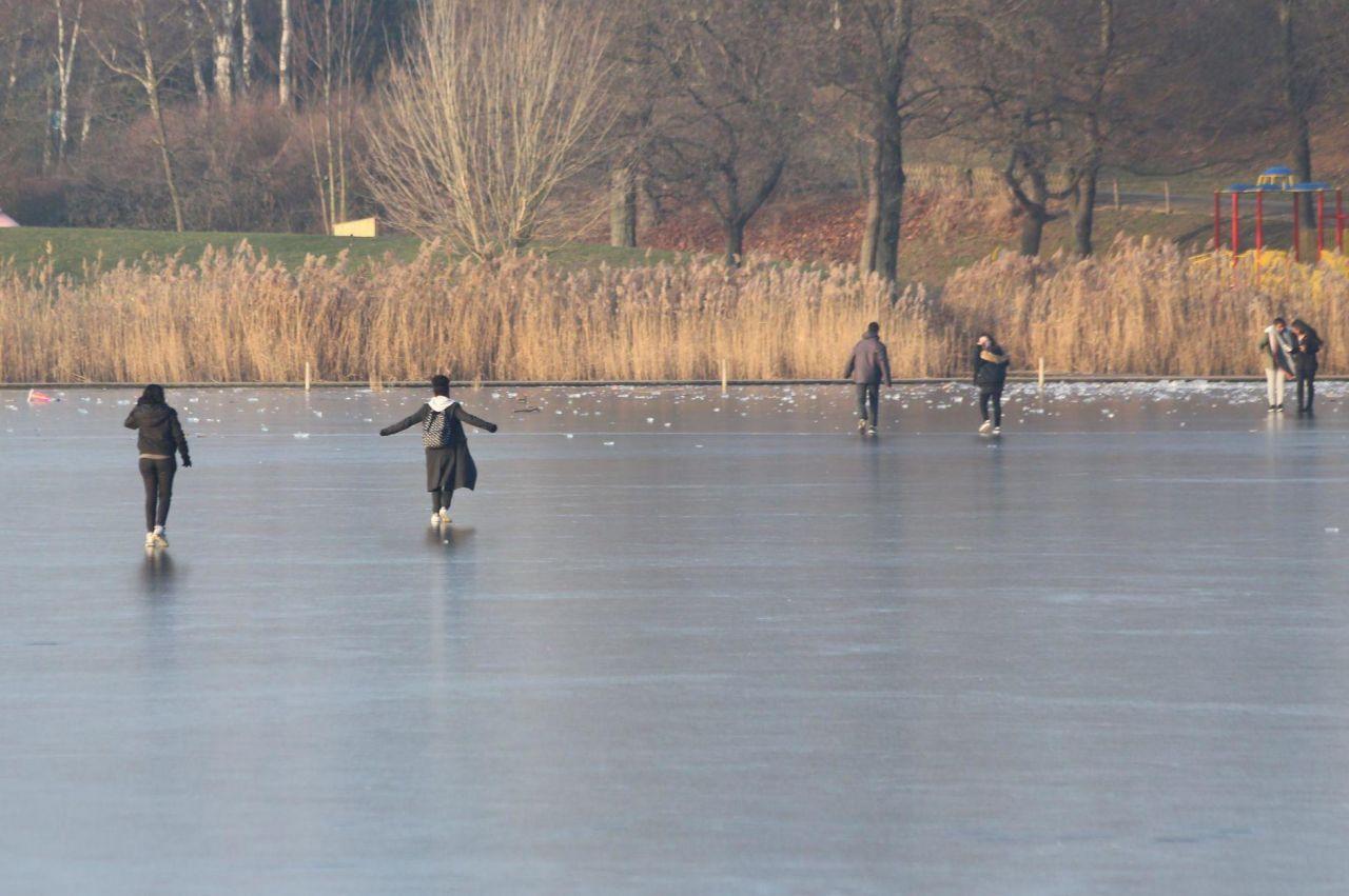 Le Parisien du 27 janvier 2017 - Jeu dangereux : ils prennent le lac pour une patinoire