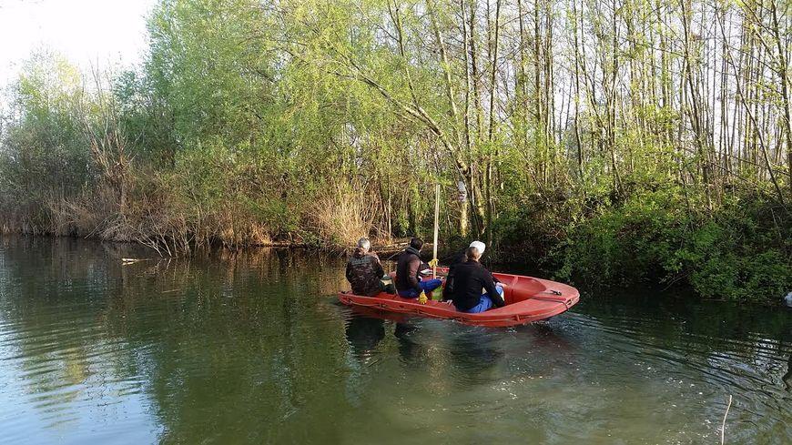 Un campement de braconnier a été découvert récemment sur l'île de la Rosalière, sur le lac de Créteil © Radio France - Virginie Pironon
