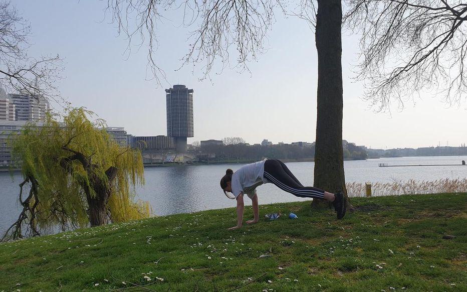 Créteil, hier. Quelques joggeurs déambulaient autour du lac à la veille de la fermeture des lieux.